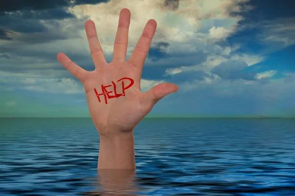 当手脚被绑住丢进水里怎么办?美国海豹部队教你如何逃出生天!