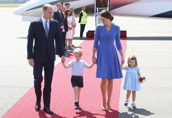 英国王室出访 着装色彩传达善意