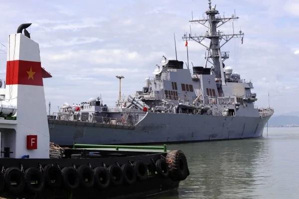 """挑战中共!美国神盾驱逐舰前进南海""""航行自由"""""""