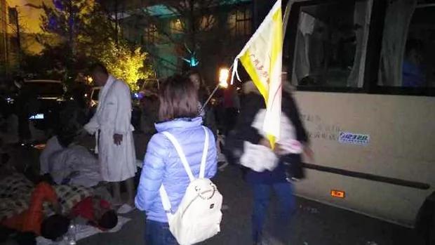 九寨沟行程取消起冲突 警放催泪气镇压