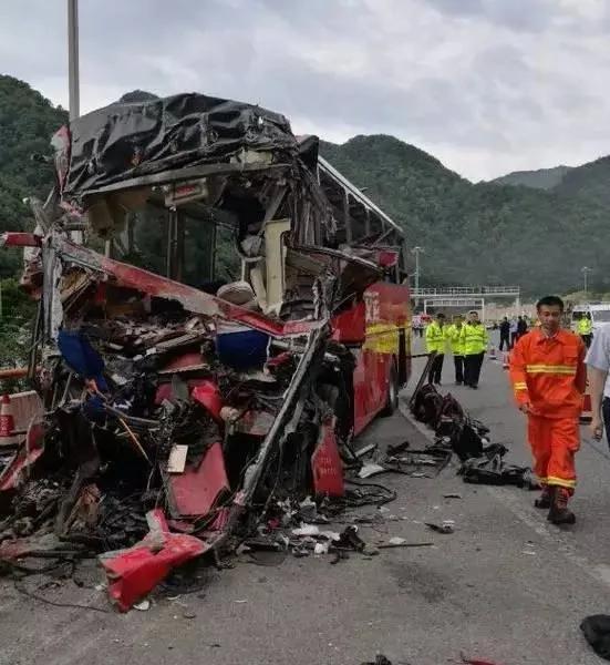 再次敲响警钟!京昆高速公路36死大车祸因没系安全带