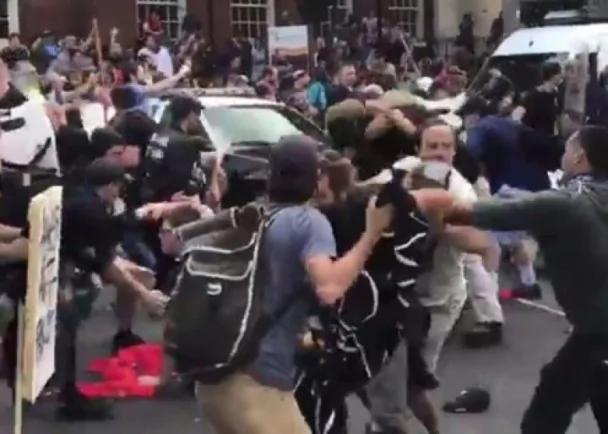 美弗吉尼亚州爆发大规模冲突 汽车撞向人群