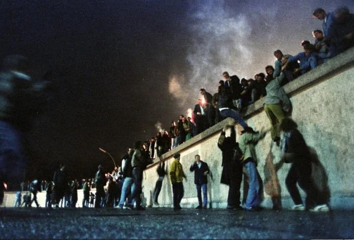 共產主義的脆弱 柏林牆倒塌 來自一場誤會(圖)