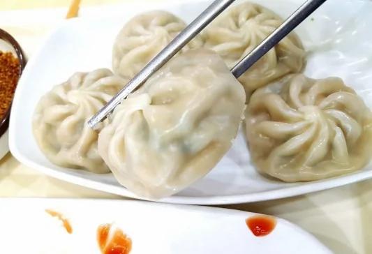 朴槿惠午饭啃包子 韩媒:今天国庆 特意给她加餐