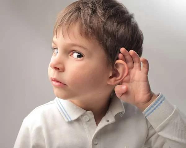 """为什么听到""""手指甲刮黑板""""的声音就崩溃 原来是身体潜意识的一种""""求生本能""""啊!"""