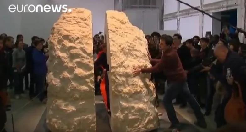 艺术家在石头中待一周 他到底在想什么?
