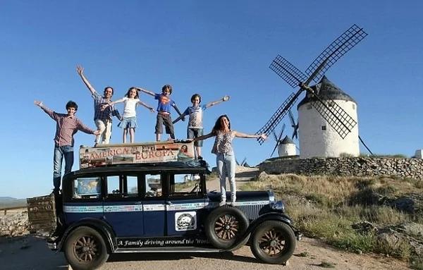 阿根廷夫妇自驾环球17年 旅途中生育4子