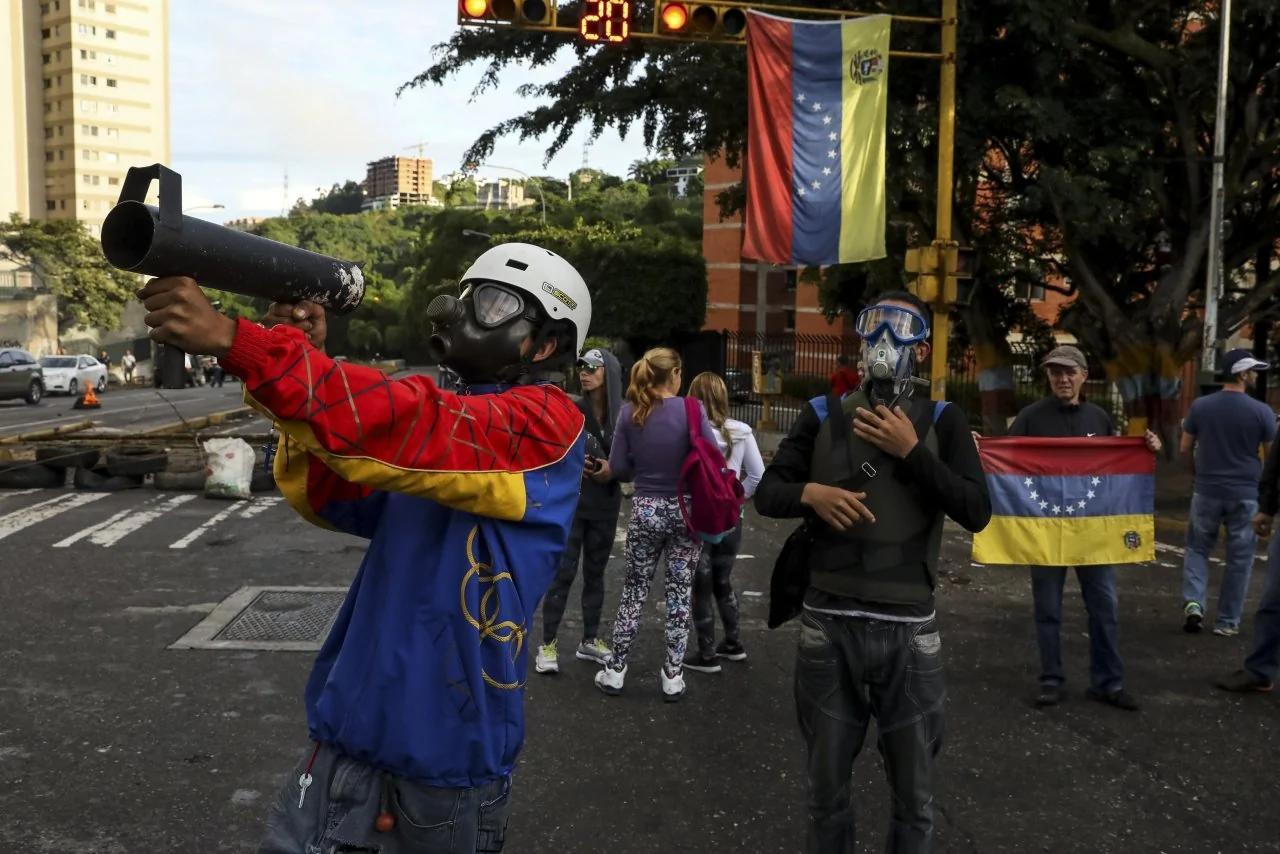 美國考慮限制委內瑞拉債券交易以懲罰馬杜羅