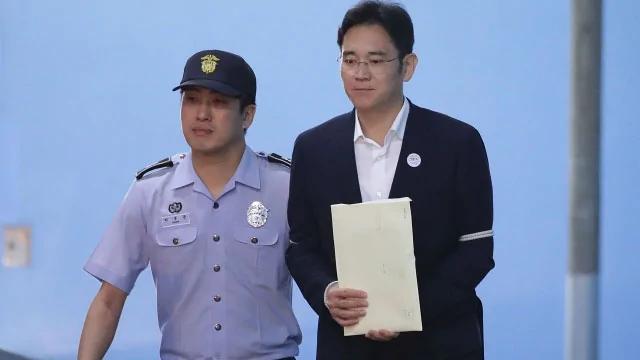 """韩国""""世纪审判"""":三星少东李在镕一审获判五年"""