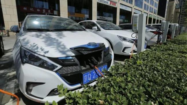 中国开始淘汰石化燃油车辆:这可行吗?