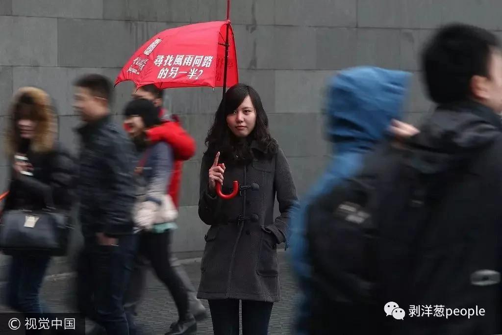 婚恋网上的江湖: 男子聊50个女孩 遇到骗子一堆