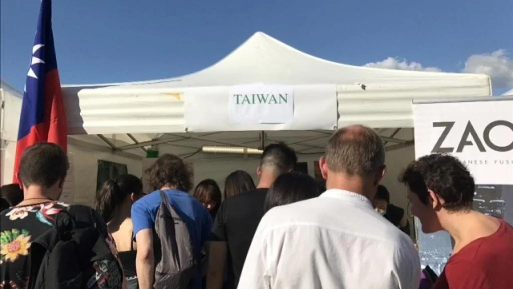 """台湾""""刈包""""首度登上塞纳河畔的国际美食村"""