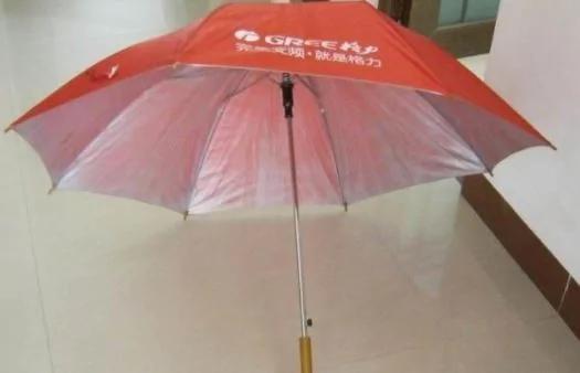 旧雨伞别再扔了 剪上一刀就值钱了!变废为宝太实用了