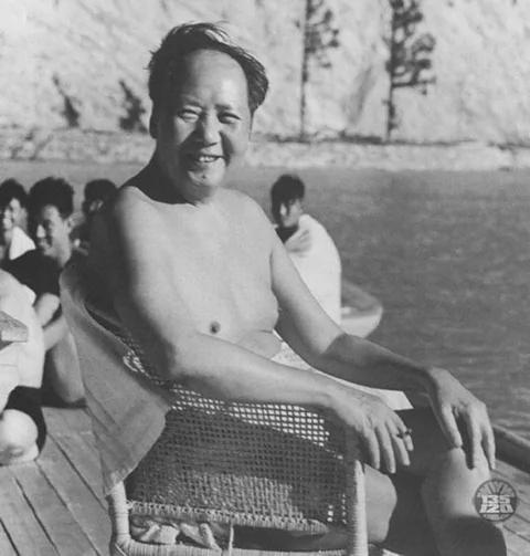 """余英时评毛泽东一生:得天下最怕""""秩序"""""""