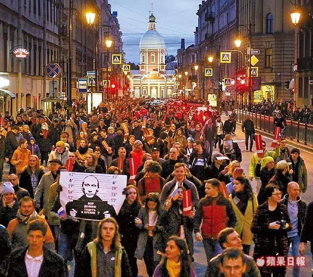 俄80个城市爆大规模示威 要求普京下台