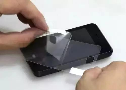 手机到底要不要贴膜?这回终于知道了