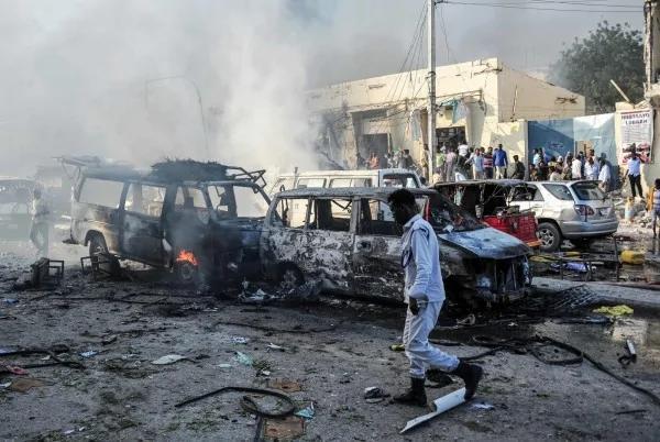 索马利亚首都2汽车炸弹攻击 死伤人数增至231死300伤