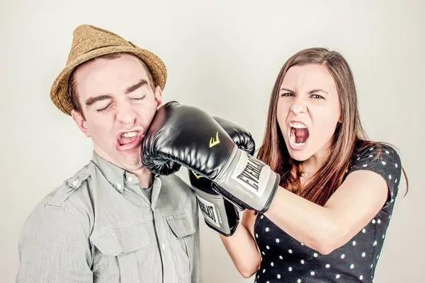 千万不能在孩子面前争吵?当着孩子的面吵架 有可能还是一件好事!