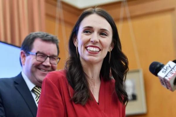 """右翼""""造王者""""决定了!37岁女党魁将成新西兰总理"""