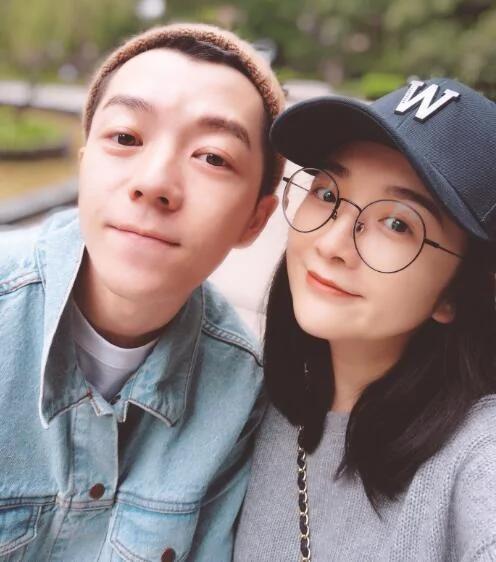 王栎鑫老婆晒儿子笑脸照 网友却说宝宝更像她了
