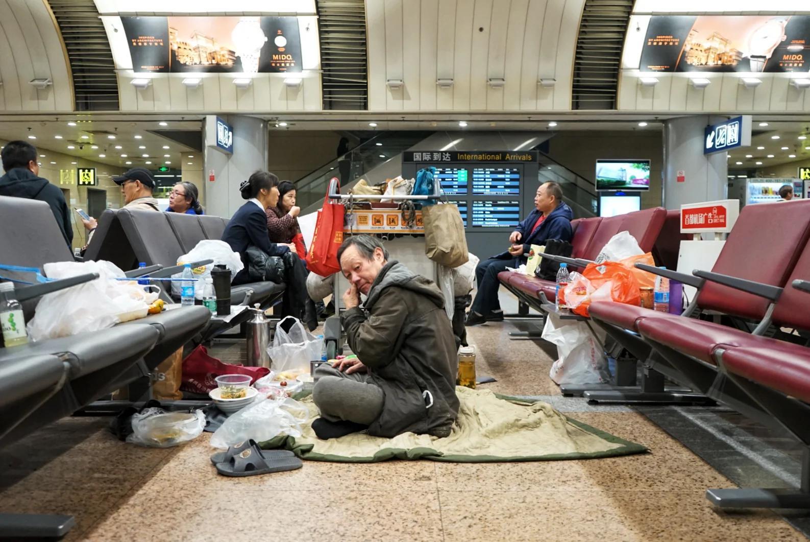 北京男子睡首都机场十年 原因竟是与妻子不和