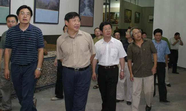 习有两个用意 李强接掌上海 副书记神秘失踪