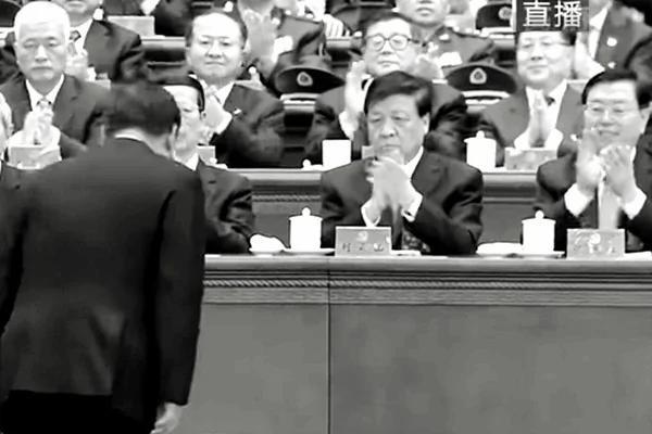 刘云山对习近平阴脸露凶光 原来儿子要出事?