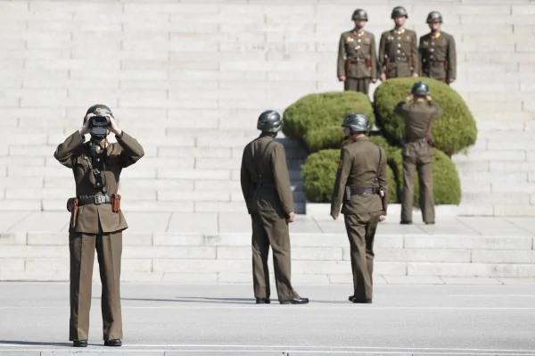 北韩军人板门店叛逃遭枪击 南韩紧急收治