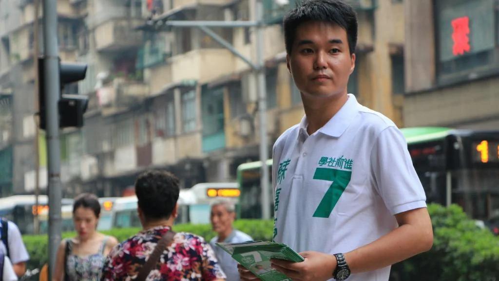 澳门首控民主派议员 苏嘉豪面临中止职权危机