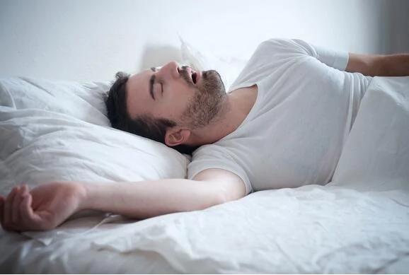 睡觉打呼噜怎么办?外媒解析病源助你整晚安睡