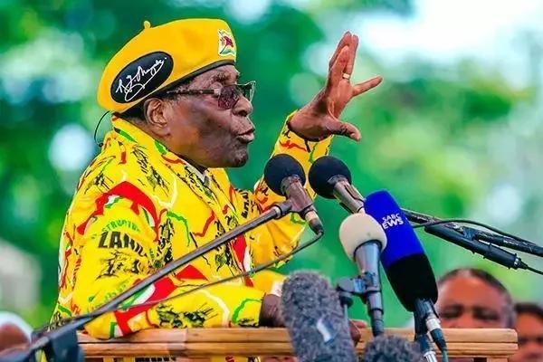93岁穆加贝为何坚决不下台?他还有戏吗