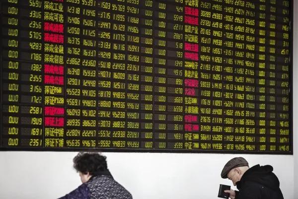 中国股市大跌 大型蓝筹股重挫3%