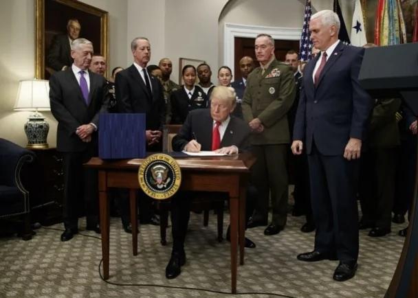 特朗普签国防授权法案 美台军舰互访列意见
