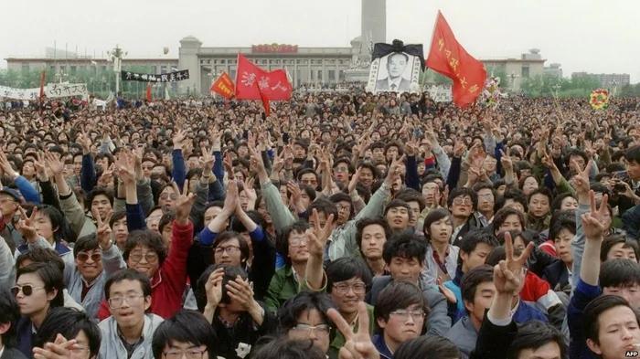 胡耀邦去世时邓小平就想调兵进京镇压 政治局投票二比二是走过场