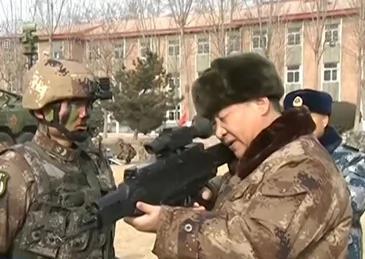 """Image result for 令不少人想起毛泽东于1964年在北京西郊射击场端起国产56式半自动步枪的画面。毛泽东当年举枪的背景中共军队开展规模空前""""全军大比武""""。"""
