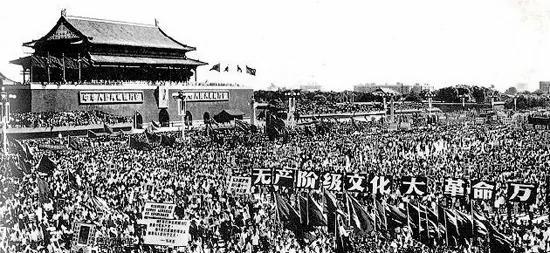 每次毛澤東檢閱紅衛兵 都有年輕生命魂斷天安門(圖)