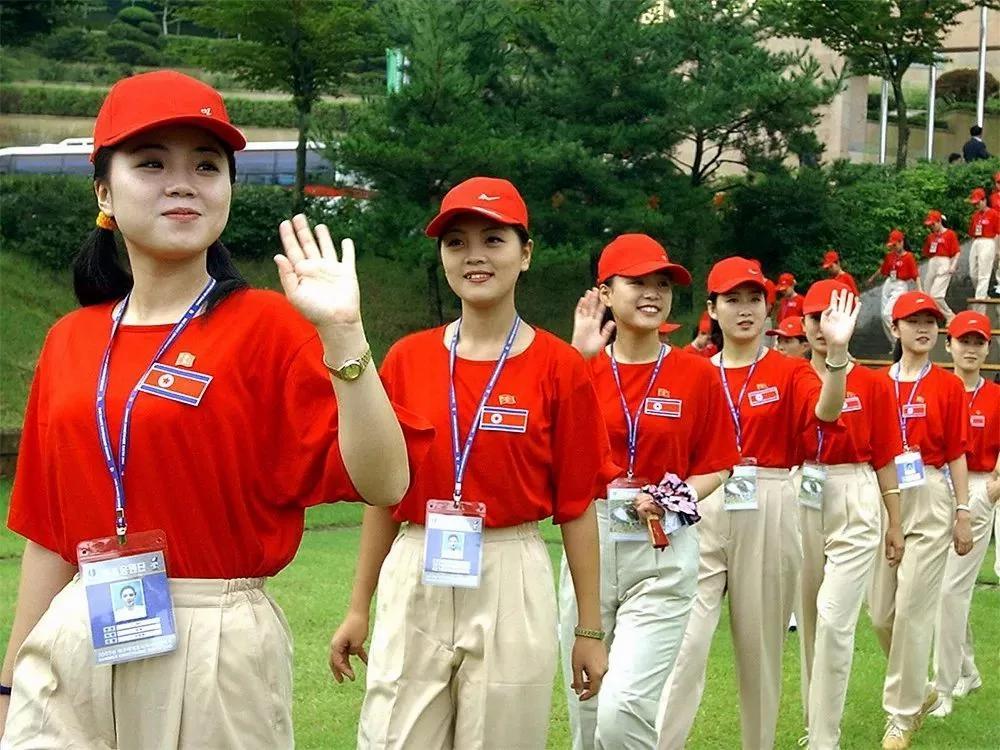 朝鲜啦啦队肤白貌美身材好 韩国男人看呆