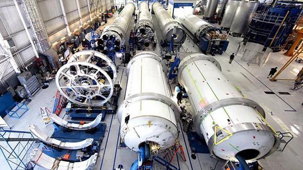 马斯克秘诀:用卫生间门闩击败波音 超越NASA