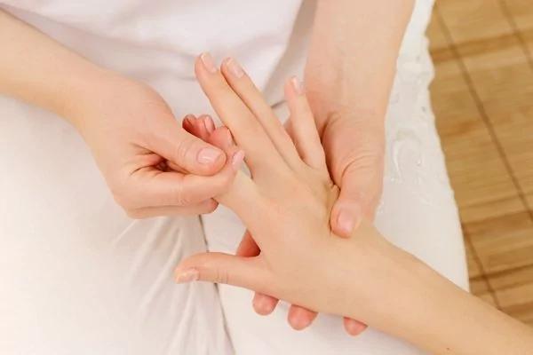 手热手凉都是病 从手就能看出你还是否健康