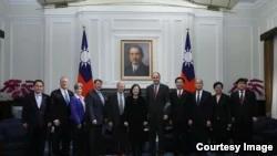 中共压迫之际 美国国会代表访台挺军售