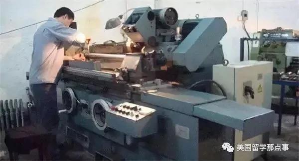 一位机械人的感叹:除了厂房 工厂里没有一样是中国制造!