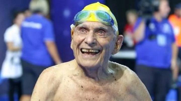"""一个人的比赛:澳州99岁老人破""""世界游泳纪录"""""""