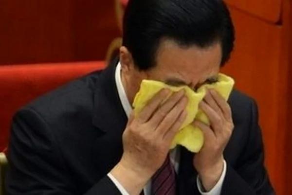 胡锦涛这十年被江泽民曾庆红害惨了,当众哭了