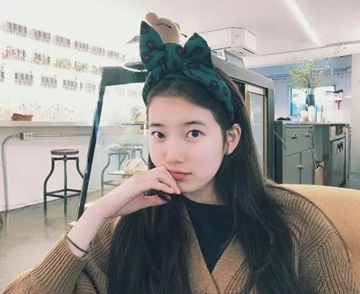 韩星秀智晒素颜自拍照 牛奶般的皮肤太细腻!