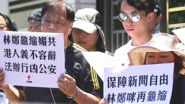 政团中联办抗议 指责公安暴力对待香港记者