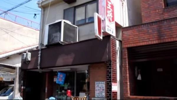 日本67歲老人開店35年:「沒飯吃的 免費吃到飽!」背後原因有洋蔥