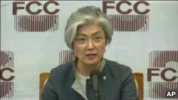 韩国外长:半岛彻底去核化前维持对朝制裁 密切注视金正恩访华
